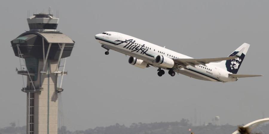 Seattle/Etats-Unis : Un avion d'Alaska Airlines décolle avec un bagagiste endormi dans la soute