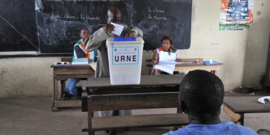 Législatives 2017 : large consensus sur  la procédure de vote, possibilité pour l'électeur de ne choisir 5 bulletins avant l'isoloir