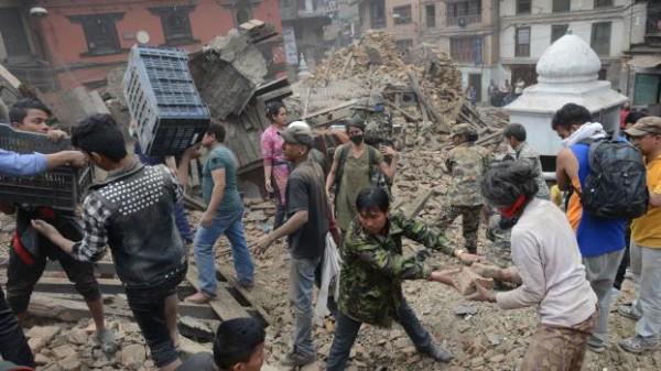 Séisme au Népal : le bilan dépasse les 1 000 morts