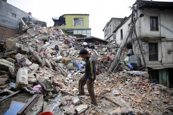 Népal : Le bilan fait état maintenant de plus de 2100 morts