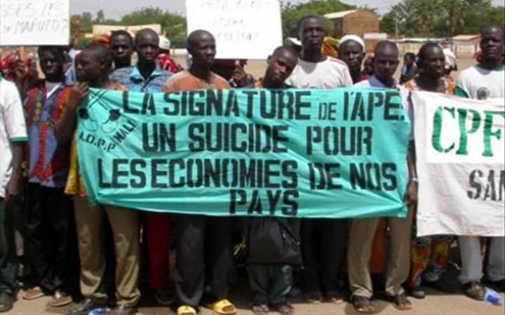 APE Une Coalition dénonce l'opacité des accords portés par un cartel de chefs d'état