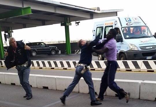 Des marchands ambulants ''réchauffent'' des policiers français