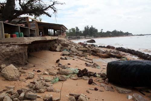 Après une solution qui pose mille problèmes, la mer fait des ravages à Guet Ndar
