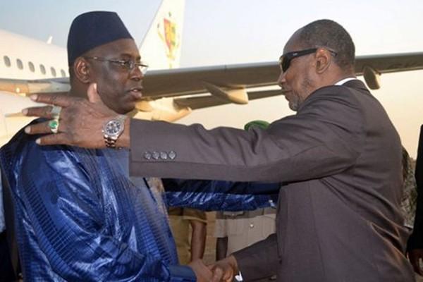 En visite officielle, Alpha Condé à Dakar chaleureusement accueilli à Dakar