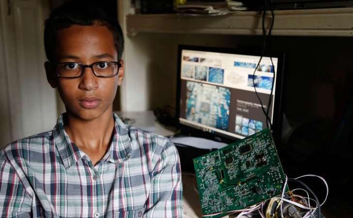 Son horloge confondue à une bombe : Mohamed, le jeune génie invité à la maison blanche par Obama