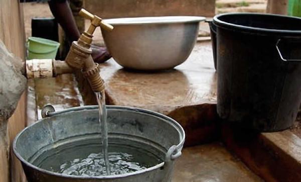 Lutte contre la faim et la pauvreté : dans une lettre au Pape François, le Directeur général de la FAO souligne à quel point l'accès à l'eau est essentiel