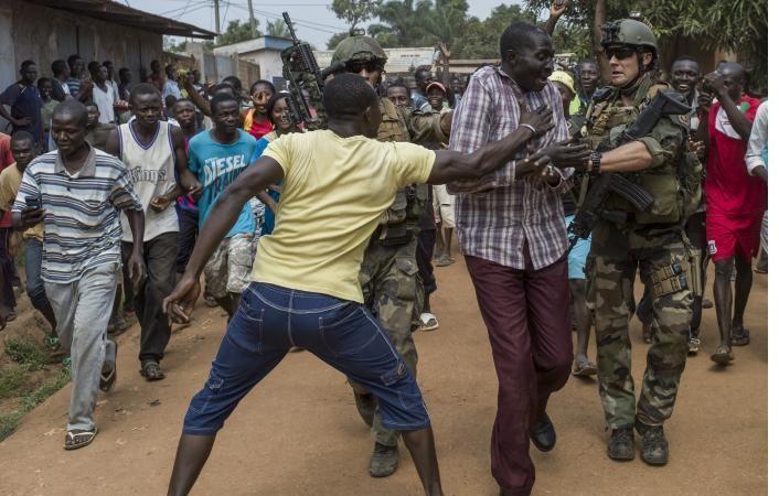 Centrafrique : Bangui bascule à nouveau dans la violence, un couvre-feu décrété