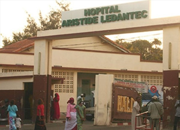 Hôpital Le Dantec En plein mouvement de grève hier, un bruit circule indiquant Macky offre des logements …