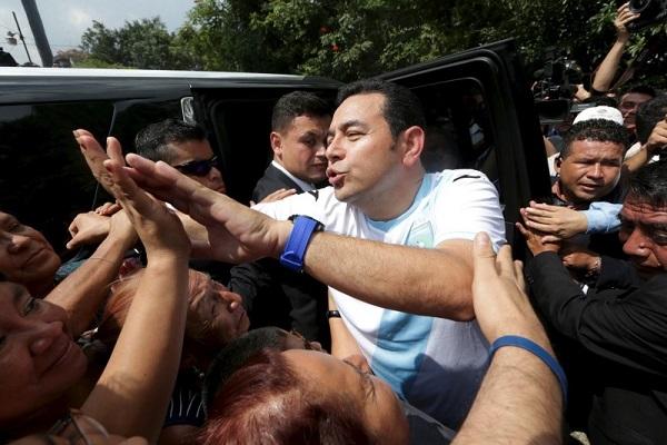 Marre des politiciens, le Guatemala confie les rênes du pouvoir à un humoriste