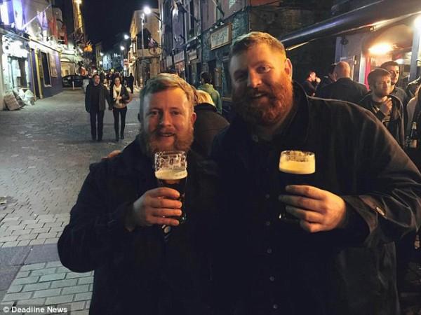 Neil Douglas et son jumeaux 2