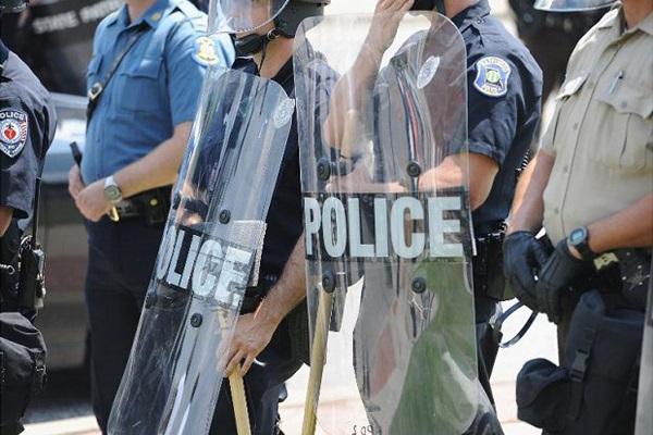 Nouvelles tueries aux Etats-Unis  Trois policiers abattus à Bâton Rouge, un des tireurs tué