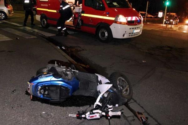 Violent accident sur l'avenue  Bourguiba, un scooter s'encastre dans un taxi faisant deux blessés graves