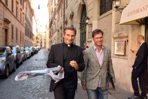 Un prête avoue son homosexualité et  fait scandale au Vatican