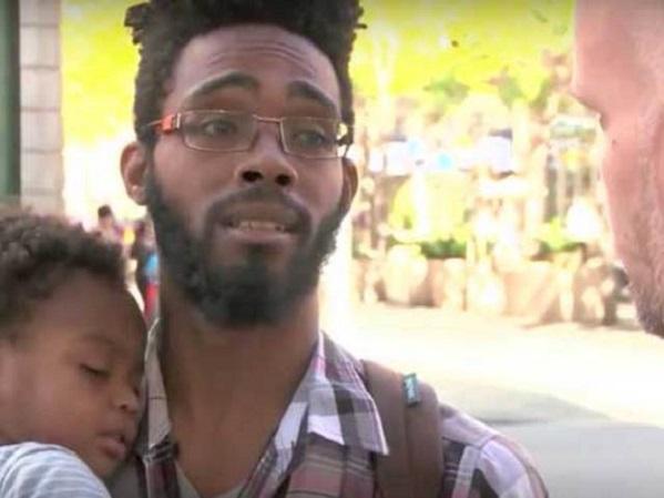 La Solidarité pourtant toujours présente aux USA : Un SDF, Père célibataire, reçoit 30 000 dollars des bonnes volontés