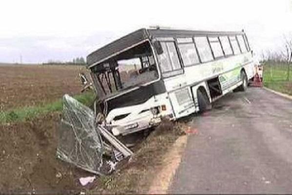 Bignona: un bus de transport dérape et finit sa course contre un arbre faisant 3 morts et plus de 50 blessés
