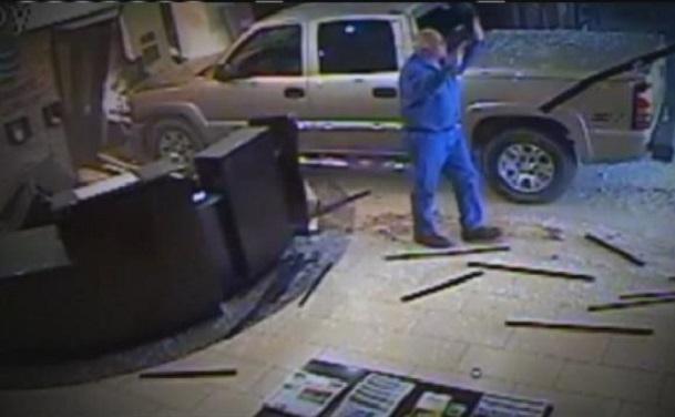 Un homme arrêté après avoir enfoncé sa camionnette dans le hall d'un hôtel de l'Oklahoma
