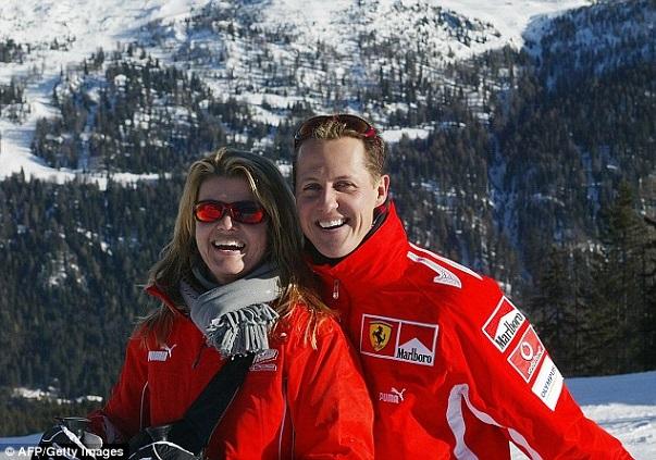 Progrès notés dans l'état physique de Michael Schumacher,  information d'un magazine allemand aussitôt démentie par ses proches