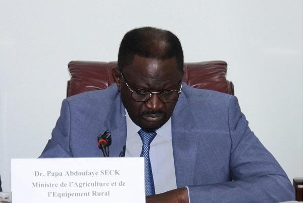 Le ministre de l'Agriculture perd son père et son fils en une semaine, mais reste digne devant l'épreuve