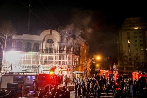 Vive tension entre l'Iran et l'Arabie saoudite : L'ambassade saoudienne attaquée à Téhéran