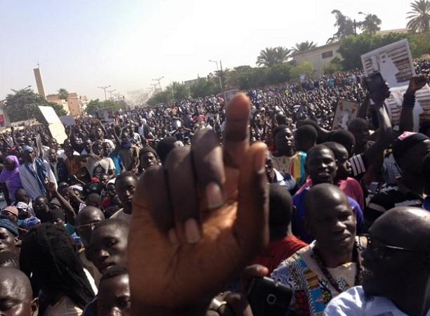 Unie autour de la communauté mouride, la oummah dit basta à »Jeune Afrique»