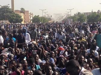Manifestation contre Jeune Afrique 3