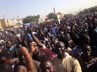 Manifestation contre Jeune Afrique