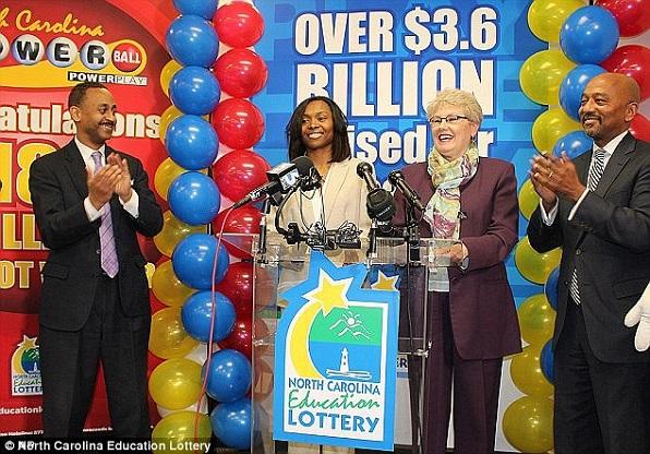Gagnante d'un jackpot de 188 millions de dollars, elle se ruine à force de tirer son petit-ami de ses pétrins