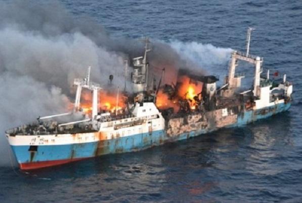 Port de Dakar: Incendie déclaré dans un navire, cinq morts notés, selon un premier bilan