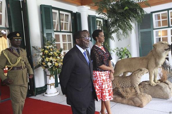 Non, il est bel et bien vivant : Robert Mugabe de retour au Zimbabwe après des rumeurs sur son décès
