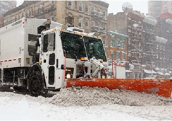 USA : Manhattan, à New York,  et d'autres viles en mode déblayage après la tempête historique de neige