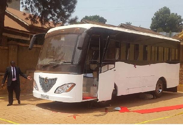 Ouganda dévoile le premier bus à énergie solaire du continent africain