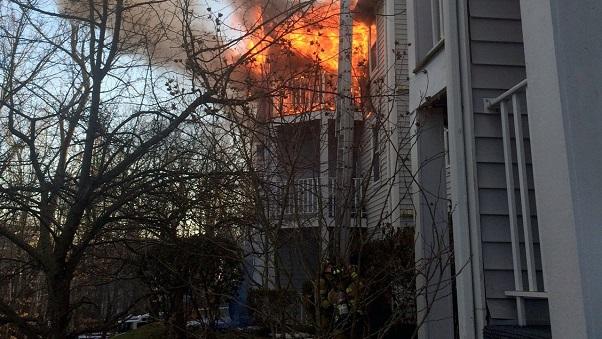 Mahwah-New Jersey  Une fillette de 9 ans sauvée des flammes en sautant du troisième étage