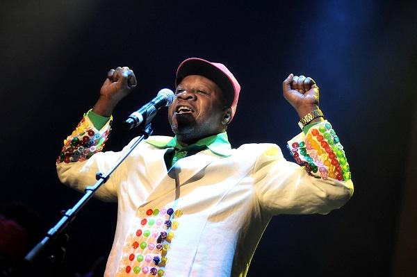 Femua Le chanteur Papa Wemba pique une crise plein festival et décède peu après
