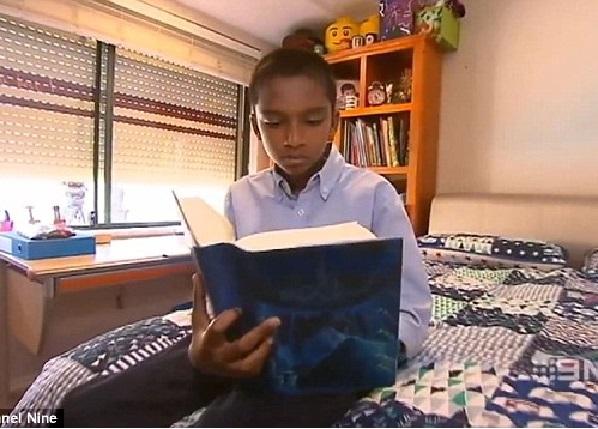 Il conversait déjà à 9 mois,  a un QI plus élevé que celui de Stephen Hawking: Découvrez le garçon le plus intelligent d'Australie