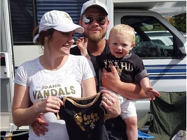 Post Falls/ Idaho  La famille Underdahl accueille sa première fille en 101 ans