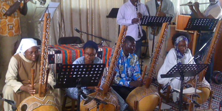 Bernard Bangoura professeur  de  musique : « La  kora a  le droit  d'être citée sur  l'espace de production scénique »