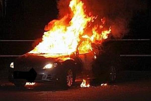 Sa voiture partie en fumée, le lutteur Bombardier échappe de peu à un sinistre