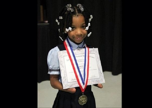 Belle leçon de courage Une fillette sans mains gagne un concours d'écriture