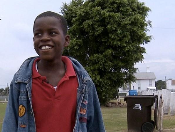 Floride Damon Weaver, le plus jeune journaliste à avoir interviewé Obama, est aujourd'hui diplômé