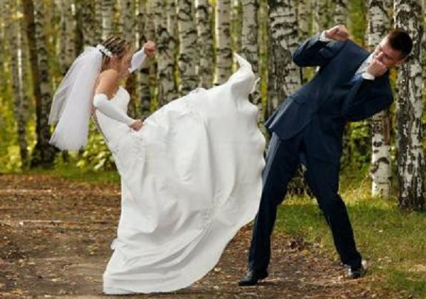 Mariage éclair  Il demande le divorce peu après leur union, sa femme, la moitié de la nuit était en mode texto