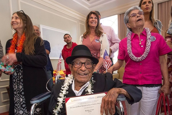 A 96 ans, il obtient enfin son bachelor en sciences zoologiques