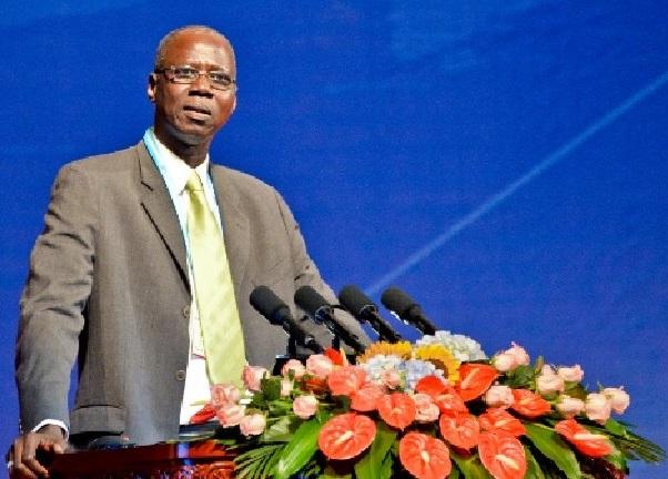 Le Professeur Mamadou Fall cède les droits d'auteur de sa Thèse d'Etat au projet HGS