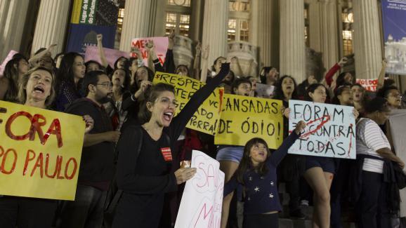 Viol collectif diffusé sur internet Le Brésil sous le choc accompagné d'une large protestation