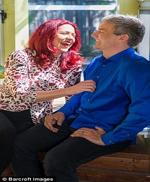 Le couple au mariage ouvert très heureux
