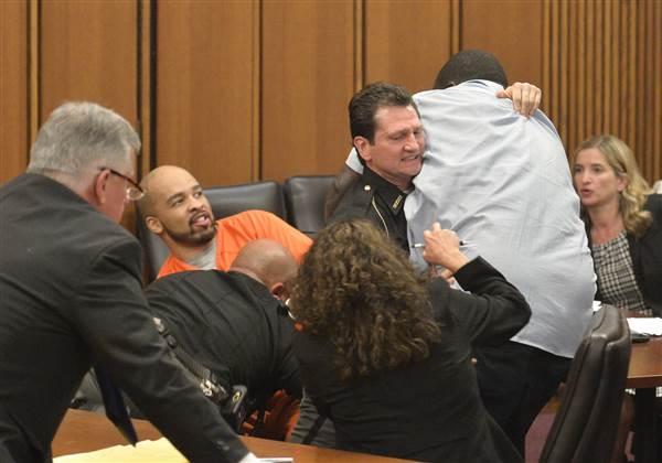 Etats-Unis : Le sourire du meurtrier de sa fille fait disjoncter un père en plein tribunal