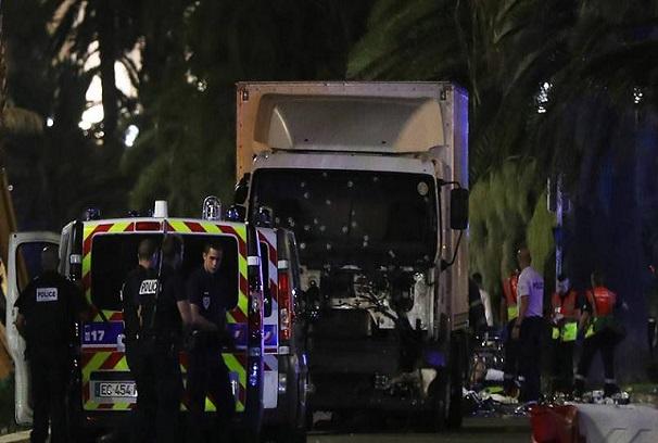 Attentats de Nice, Un nouveau bilan de 84 morts, le tueur identifié comme Franco-Tunisien de 31 ans