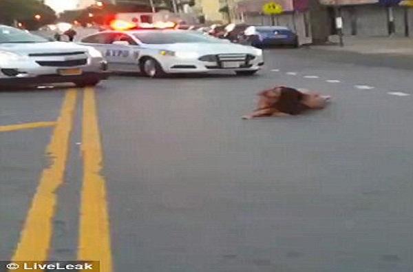 Complétement droguée, une femme filmée toute nue, dans des positions troublantes, en pleine circulation