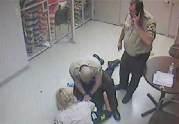 Texas Un groupe de détenus échappe de sa cellule pour…sauver un gardien en plein malaise