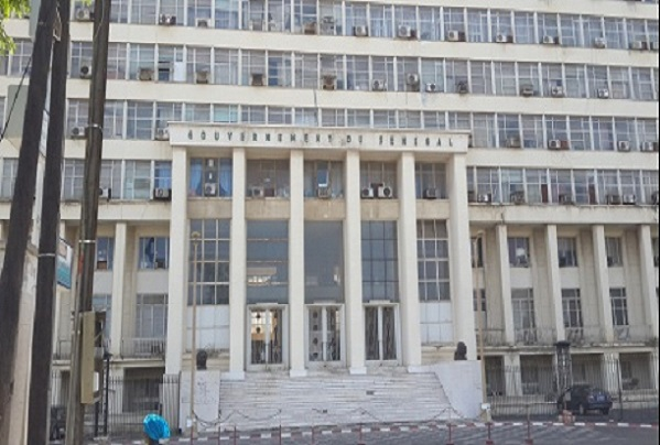 Très long retard noté dans la réfection du Building administratif, un journaliste de Walf en reportage séquestré