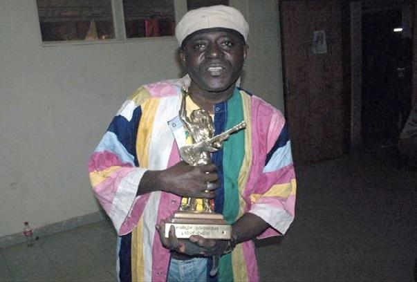 Larry Cheick le reggaeman  ivoirien amputé d'une jambe, il est malade du diabète